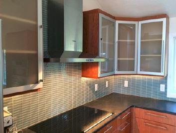 A new kitchen with aluminum doors